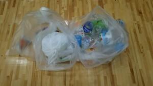 10/29の体育館に残されたゴミ
