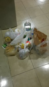 5/13の体育館に不当投棄されたゴミ